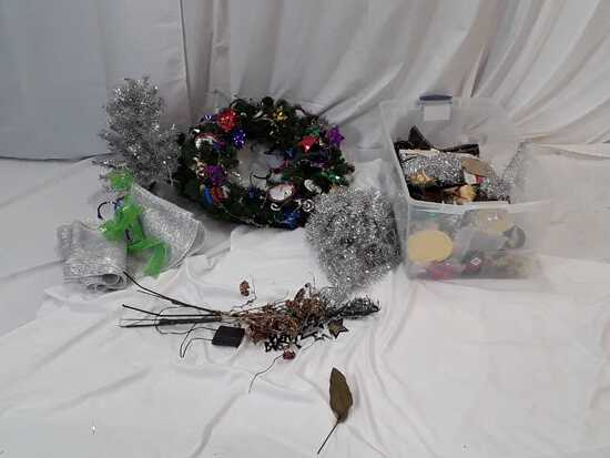 HOLIDAY DECOR / CHRISTMAS & NEW YEARS/ MISC