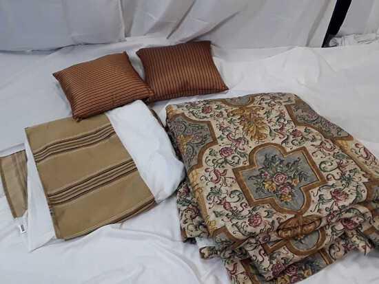 BED SHEET SET W/ 2PILLOWS & SKIRT / QUEEN