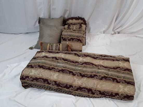 BED SHEET SET / 6 ACCENT PILLOWS