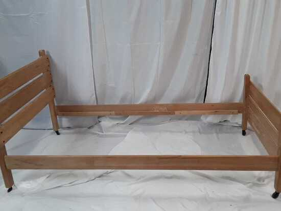 Light Wood Slat Headbrd-Ftbrd-Rails-Twin