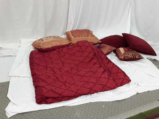 BED SHEET SET W/ 6 PILLOWS / QUEEN