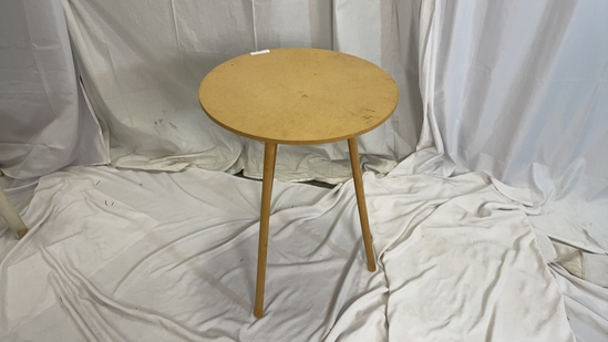 3- LEG WOOD ROUND TABLE