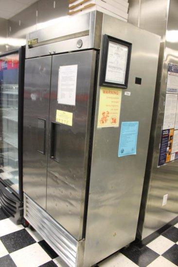 TRUE Model T-35 Refrigerator 2-Door Reach-In Cooler, Digital Display MN:T-35 SN:1-3371559 on Casters