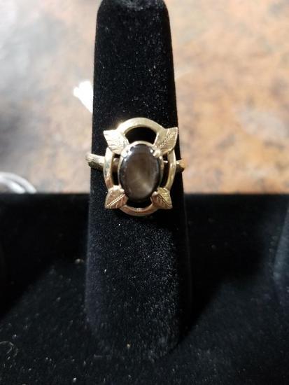 18k Gold Ring w/ Gemstone - 3.6 Grams