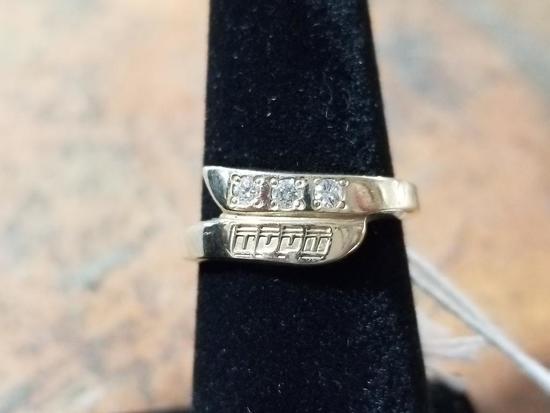 10k Gold Ring w/ Diamonds - 3.5 Grams