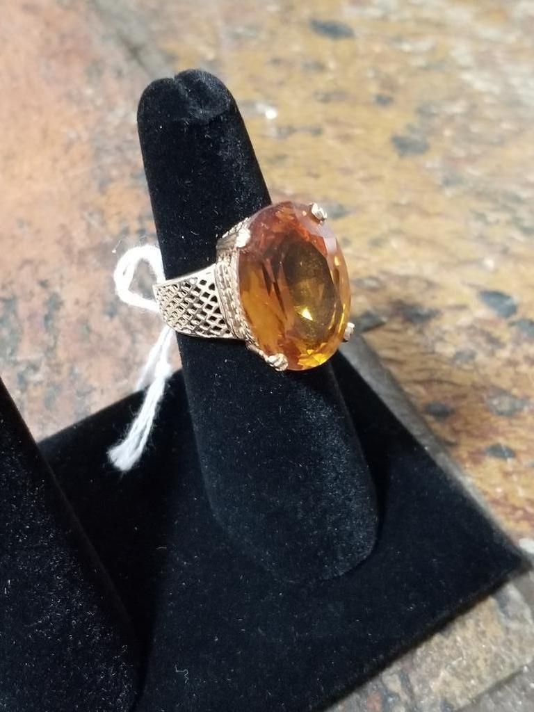 10k Gold Ring w/ Gemstone - 9.6 Grams