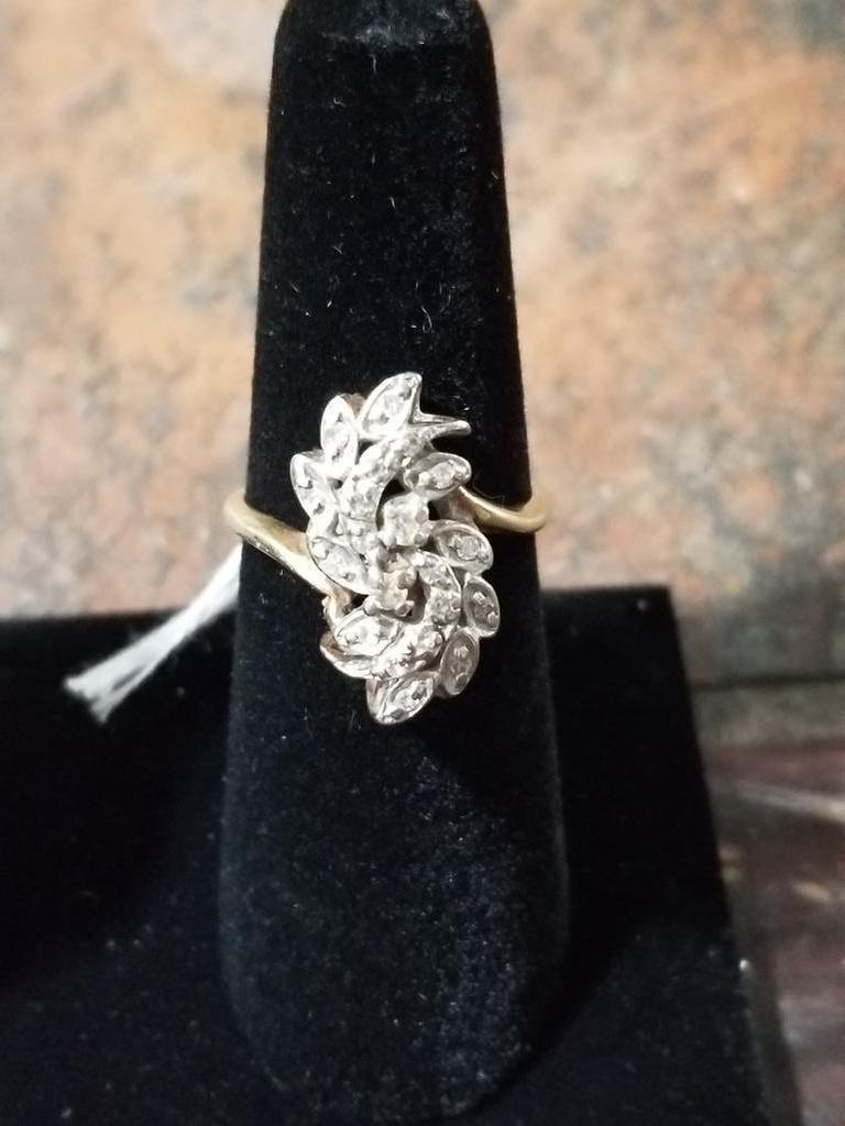 14k Gold Ring w/ Diamonds - 4.4 Grams