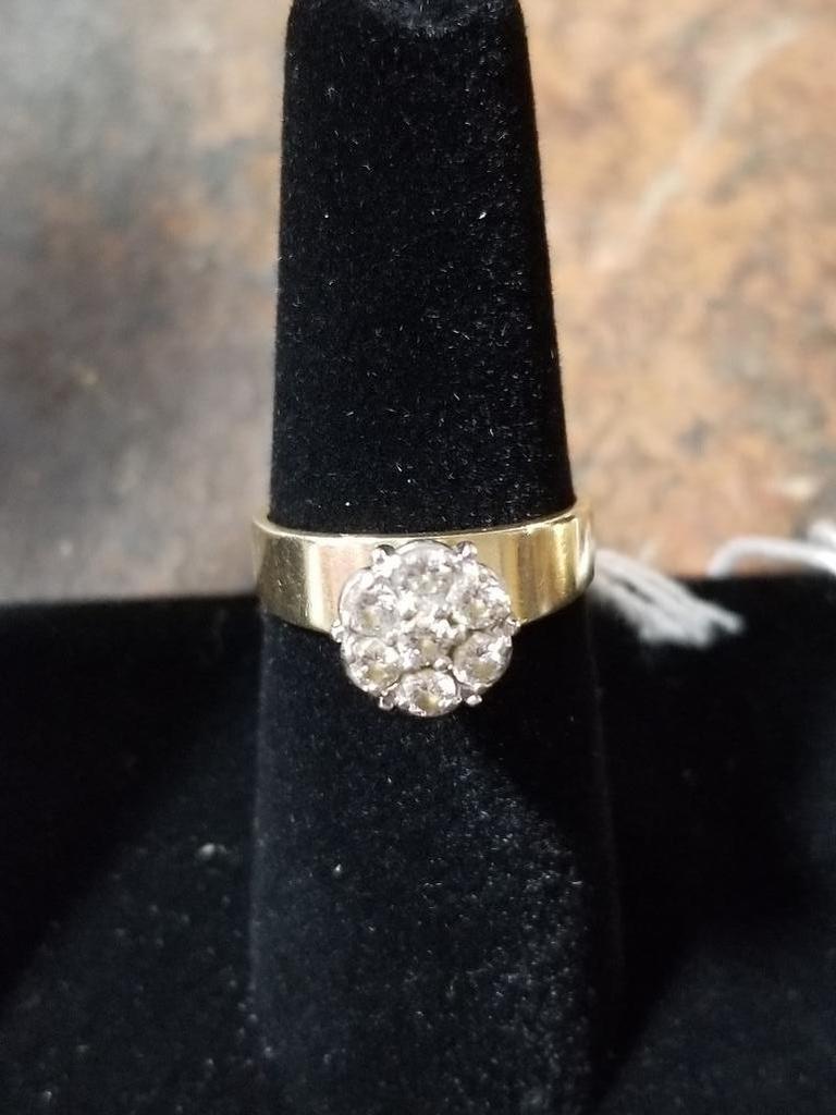 14k Gold Ring w/ Diamond Cluster - 4.7 Grams