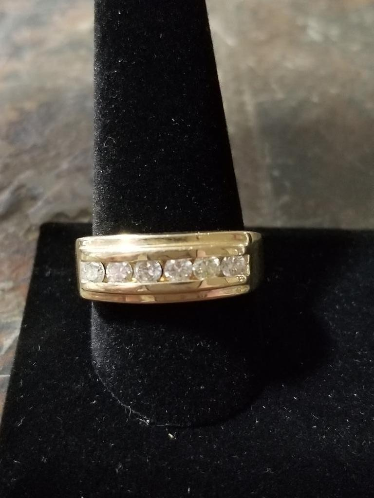 14k Gold Ring w/ Diamonds - 7.9 Grams