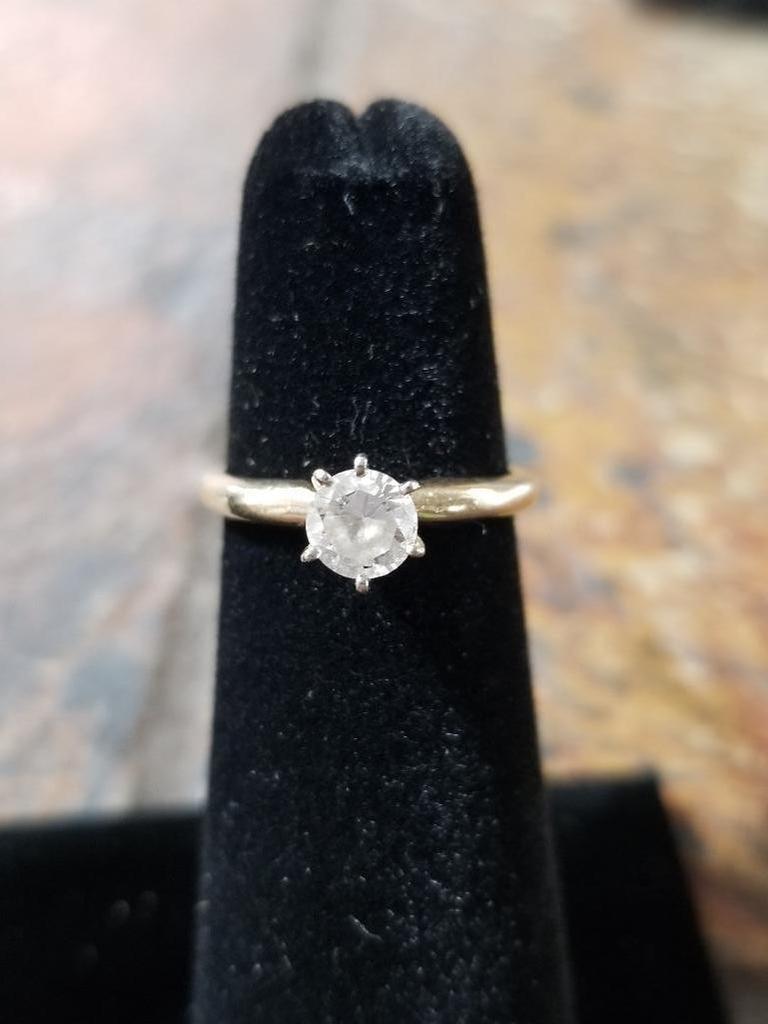 14k Gold Ring w/ Diamond - 2.0 Grams