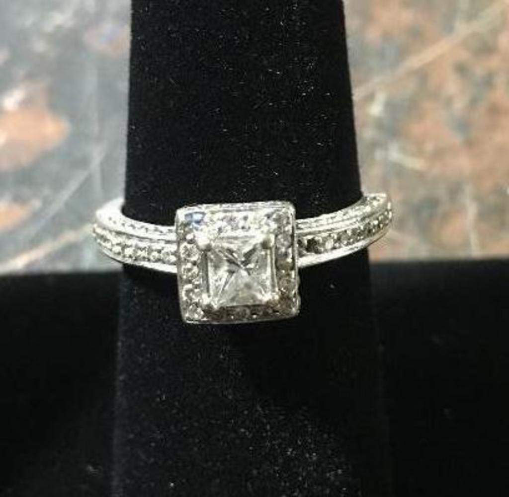14k Gold Ring w/ Diamonds - 4.5 Grams