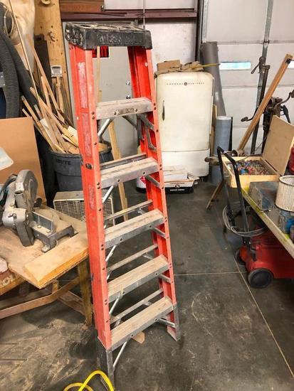Six Foot Fiberglass Step Ladder by Green Bull