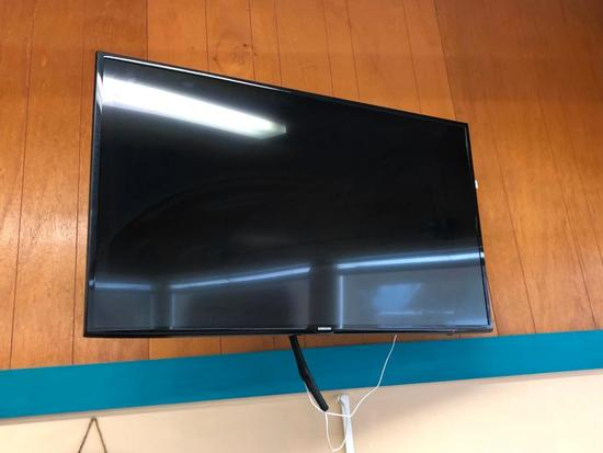 Samsung LED TV, 55in , Model: UN55J6201AF w/ Bracket