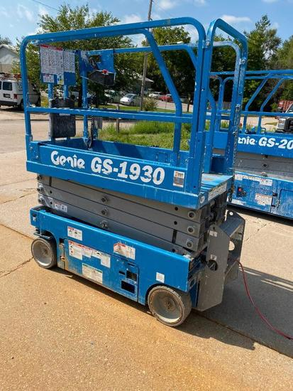 Genie Scissor Lift Model: GS-1930, Mfg. Jan. 2015, Hours: 142.6