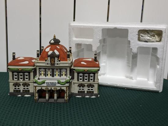 Dickens Village Series-Department 56 -Victoria Station (The Heritage Village Collection