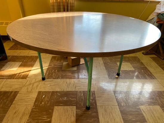 Lot of 11 Round Folding Banquet Tables, 60in Each