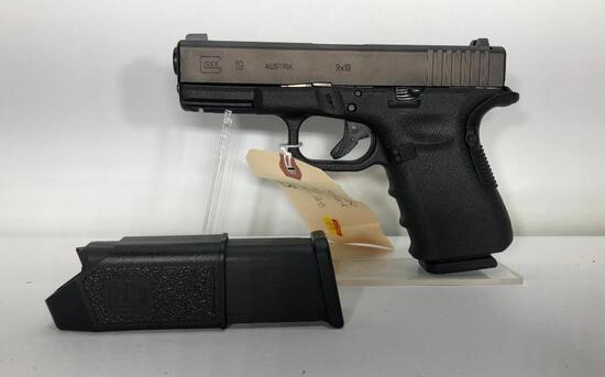 Glock G19 9mm 15 Round Mag, w/Factory Case, accessories, Paperwork, 2 Magazines SN: BGAR342