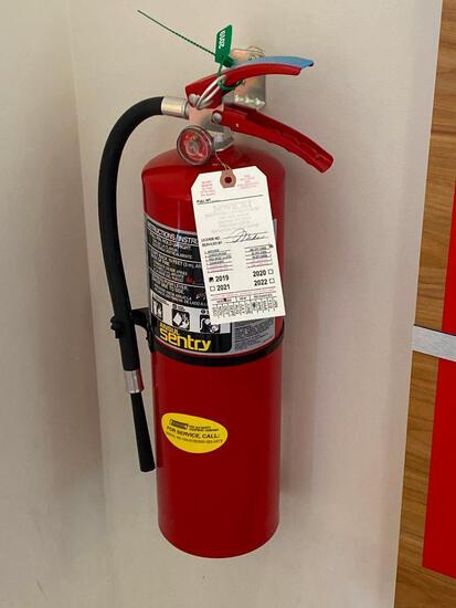 Sentry Ansul Fire Extinguisher and Bracket