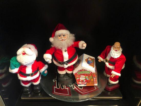 3 Santas and House
