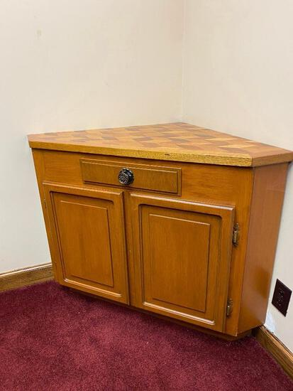Lot of 2, Corner Cabinets w/ Detailed Inlay Top, 42in x 24in x 30in