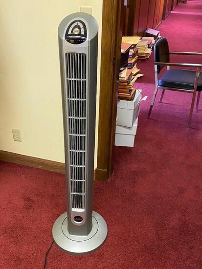 Lasko TF2 Tower Fan, Oscillates