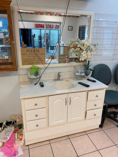 Vanity, Sink and Mirror