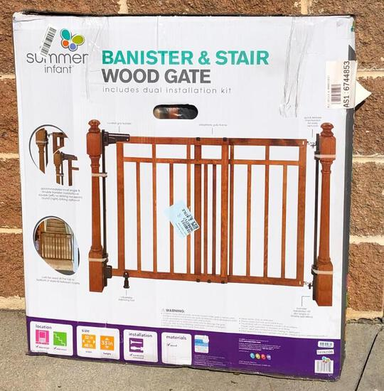 Summer Infant Bannister and Stair Wood Gate
