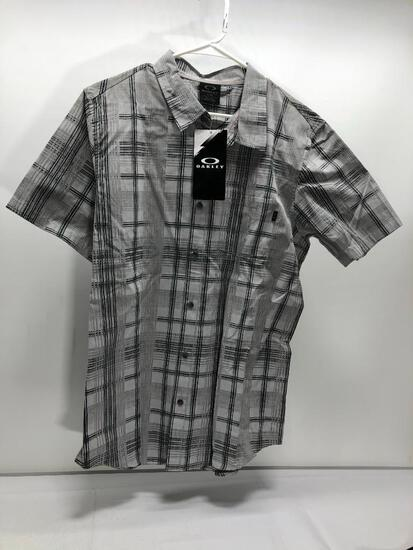 Lot of 2 Items: (1) Oakley Large Gridlock Woven Button-Up, (1) Oakley Large Black Motion SS Top