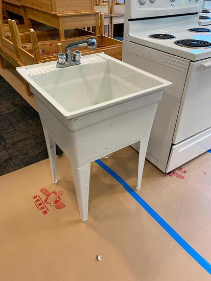 Warehouse / Mop Sink, Poly, 4 Removable Legs, Spray Wand Faucet & Plug, 24in x 24in, 12in Deep, 33in