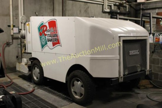 Zamboni - Olympia Ice Resurfacer MN: 2000 by Resurfacer Corp.