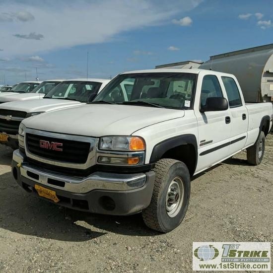 2006 GMC SIERRA 2500HD, 6.6L DURAMAX DIESEL, 4X4, CREW CAB, LONG BED