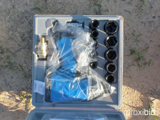 NEW 1/2IN. DRIVE AIR IMPACT WRENCH KITS NEW SUPPORT EQUIPMENT