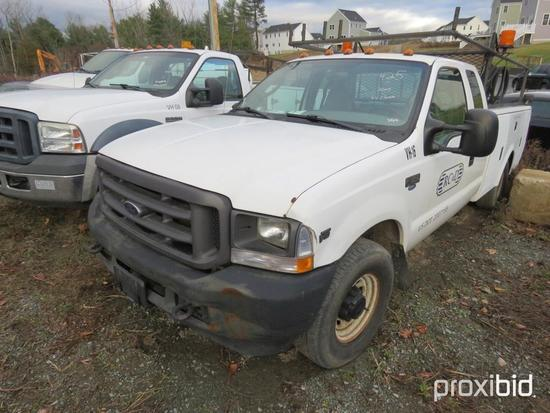 2004 FORD F350XL UTILITY TRUCK VN:X50806 powered by Triton V10 gas engine, equipped with automatic