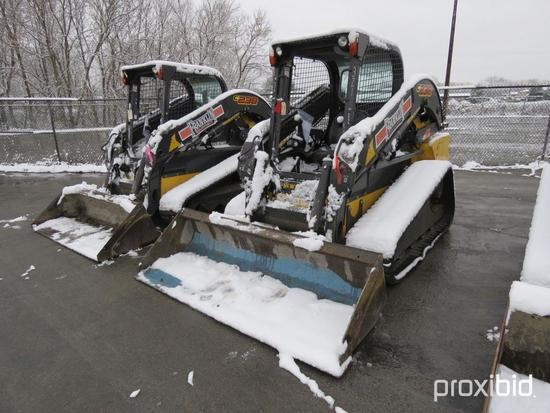 2015 NEW HOLLAND C238 RUBBER TRACKED SKID STEER SN:NFM406054 powered by diesel engine, equipped with