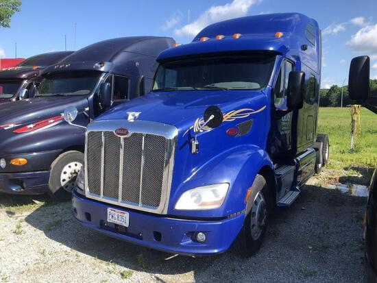 32013 PETERBILT 587 TRUCK TRACTOR VN:1XP4DP9X3DD123819 powered by Paccar MX13 diesel engine, equippe