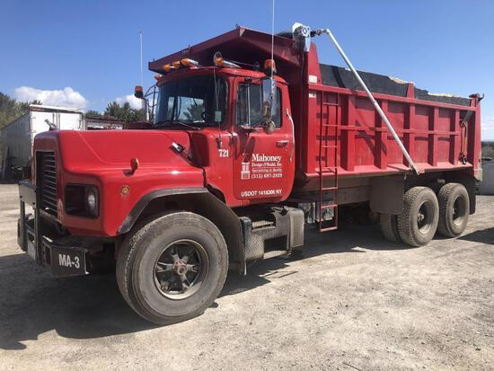 1987 MACK DM686S DUMP TRUCK VN:13950 powered by Mack EM6-300 diesel engine, equipped with Maxitorque