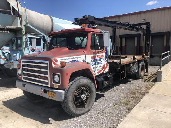 1987 INTERNATIONAL 1954 BOOM TRUCK VN:HA19115 powered by DT466 diesel engine, equipped with Spicer D