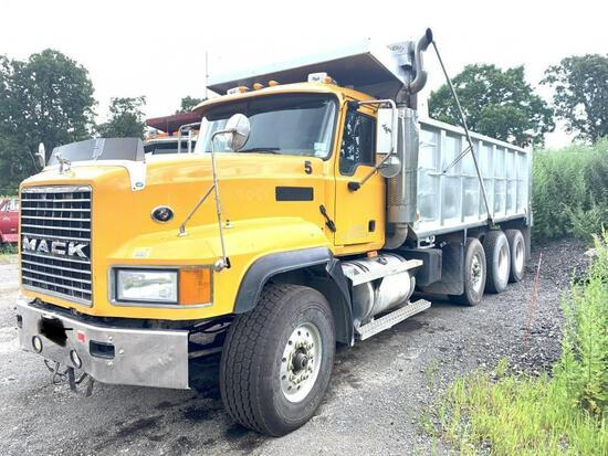 2006 MACK CV713 GRANITE DUMP TRUCK VN:24112 powered by Mack diesel engine, 427hp, equipped with 13 s