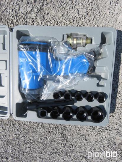 NEW 1/2IN. DRIVE AIR IMPACT WRENCH KIT NEW SUPPORT EQUIPMENT