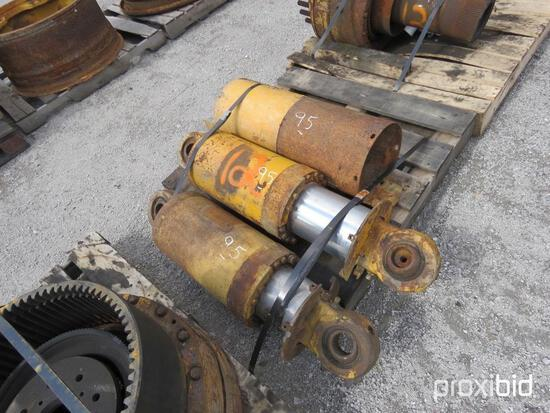 769B SUSPENSION CYLINDERS EQUIPMENT PART