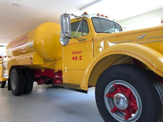 1951 MACK A40H DELIVERY TRUCK ANTIQUE TRUCK VN:A40H4486 Restored. powered by gas engine, Mack 5 spee