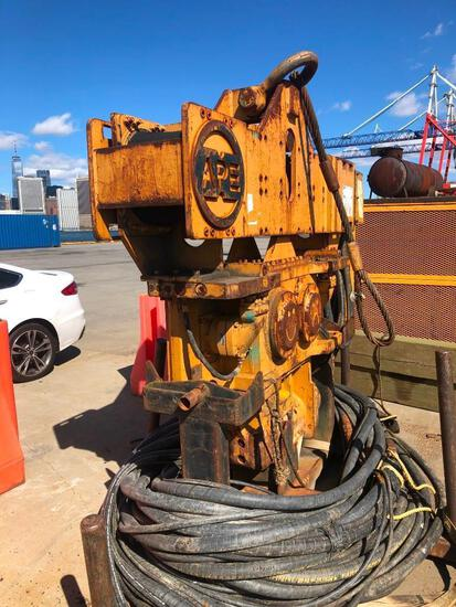 APE 150 PILE DRIVER/ EXTRACTOR SN: 070610P with APE 500 power pack, Cat diesel engine.