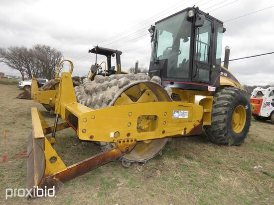 CAT CP563E VIBRATORY ROLLER SN:CATCP563KCNT00975 powered by Cat diesel engine, equipped with OROPS,