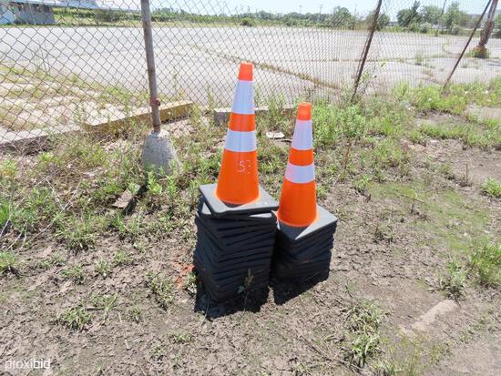 NEW (25) SAFETY HIGHWAY CONES NEW SUPPORT EQUIPMENT