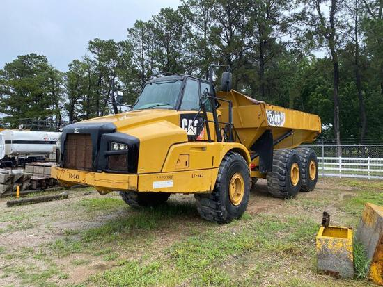 CAT 740B ARTICULATED HAUL TRUCK SN:T4RD2366 6x6, powered by Cat diesel engine, equipped with Cab, ai