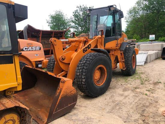 CASE 621D RUBBER TIRED LOADER SN:JEE137137 powered by Case 6 cylinder diesel engine, equipped with E