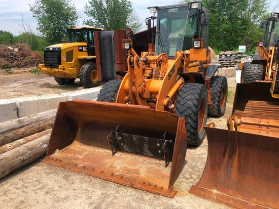 CASE 521D RUBBER TIRED LOADER SN:JEE0138494 powered by Case 4 cylinder diesel engine, equipped with
