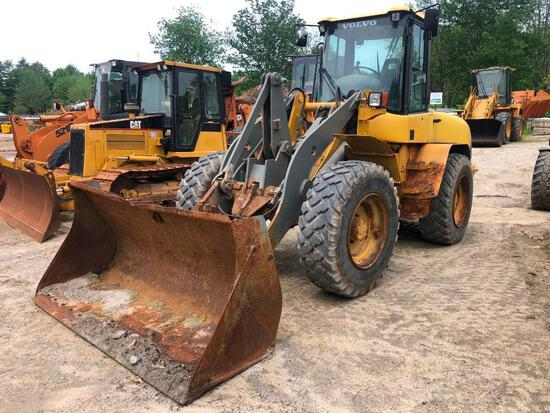 VOLVO L45B RUBBER TIRED LOADER SN:L45BV1951794 powered by Volvo 4 cylinder diesel engine, equipped w