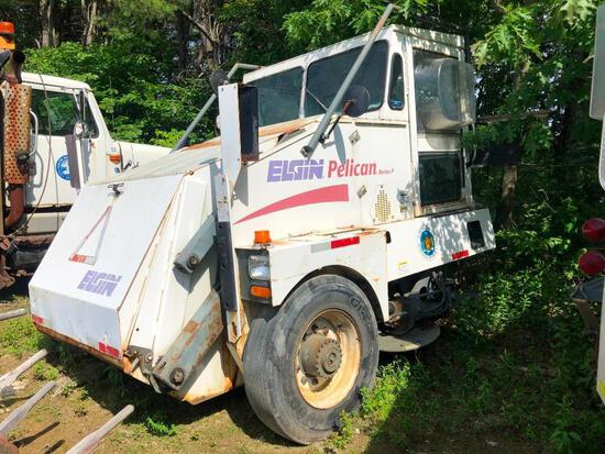 ELGIN PELICAN SERIES P SWEEPER VN:N/A powered by 4 cylinder diesel engine, equipped with automatic t