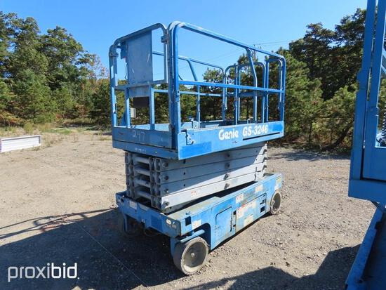2014 GENIE GS3246 SCISSOR LIFT SN:117047 electric powered, equipped with 32ft. Platform height, slid